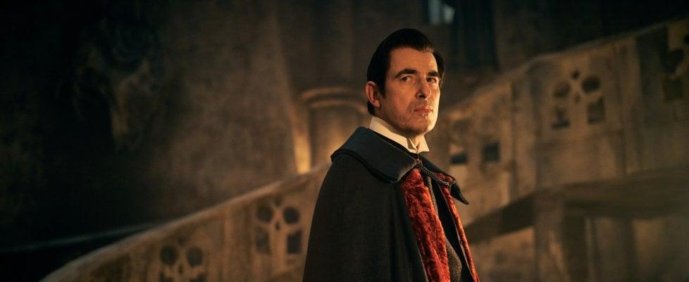 Dracula nell'omonima serie di Netflix, interpretato da Claes Bang