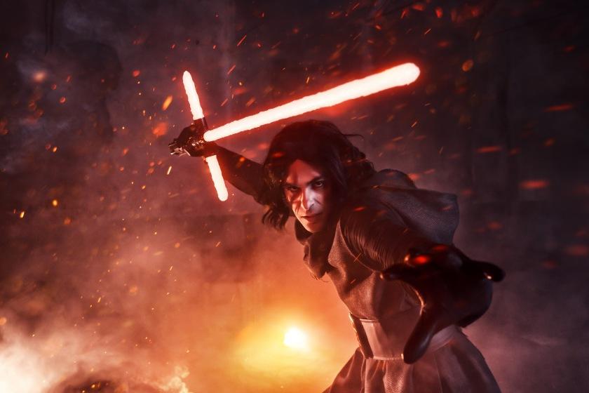 Un ottimo cosplay di Kylo Ren (Star Wars) realizzato da Valentino Notari (Credit: Infinitedreams)