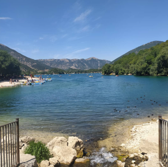 Il grande cuore d'Abruzzo: il lago di Scanno e ilborgo